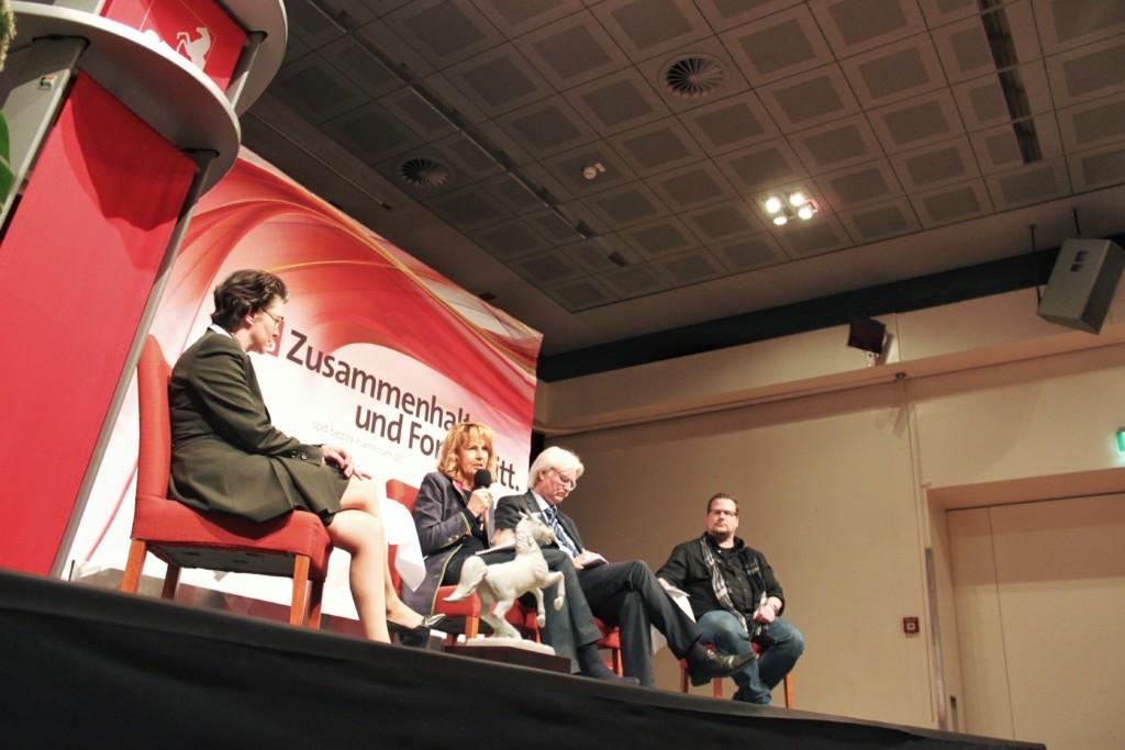 Diskussionrunde mit Ute Schwiegershausen, Edelgard Bulmahn, Detlef Ahting und Imre Grimm