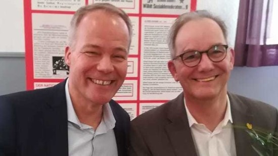 Matthias Miersch und Burkhard Bisanz (rechts) bei der Bezirkskonferenz der AfA in Einbeck