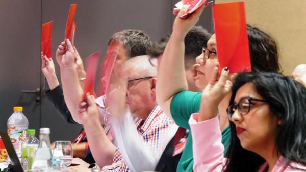 Delegiertenabstimmung beim Bezirksparteitag in Lüneburg