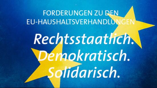 Inhaltsfoto EU-Haushaltsfoderungen mit dem Text: Rechtsstaatlich. Demokratisch. Solidarisch.