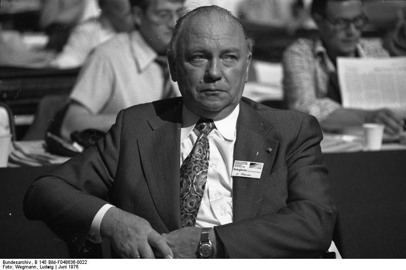 Bundesarchiv: Foto von Egon Franke auf dem SPD-Bundesparteitag in Dortmund 1976