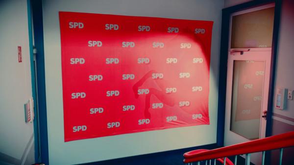 Symbolbild: Rückwand mit dem Schriftzug SPD im Kurt-Schumacher-Haus
