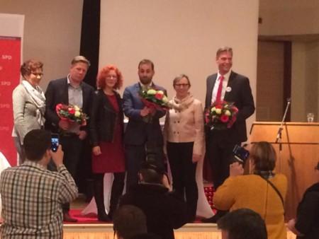 Drei Kandidaten und erste Gratulantinnen