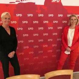 Maren Pjede, Büroleiterin und Peggy Schierenbeck